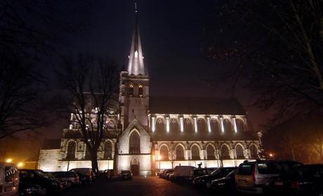 http://www.claesen-verlichting.be/wp-content/uploads/2015/01/Herentals_kerk-460x280.jpg
