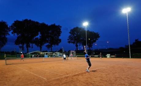 http://www.claesen-verlichting.be/wp-content/uploads/2015/01/Tennisveld_Merendree2-460x280.jpg